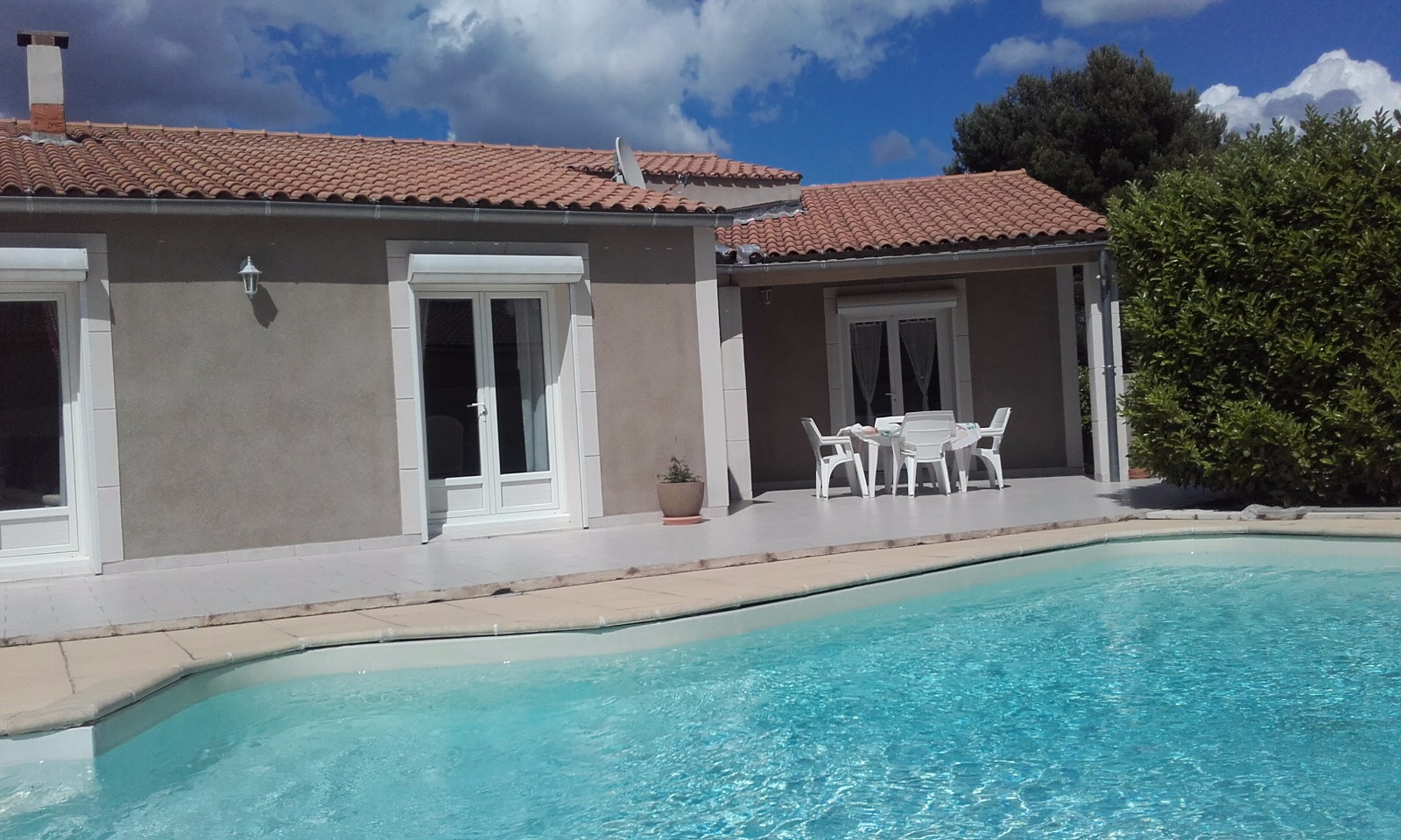 Vente chateaurenard maison villa de plain pied 3 chambres for Villa avec jardin et piscine